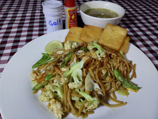Weaver's Boutique Homestay at Inle Lake: Inle Breakfast - Fried Noodles