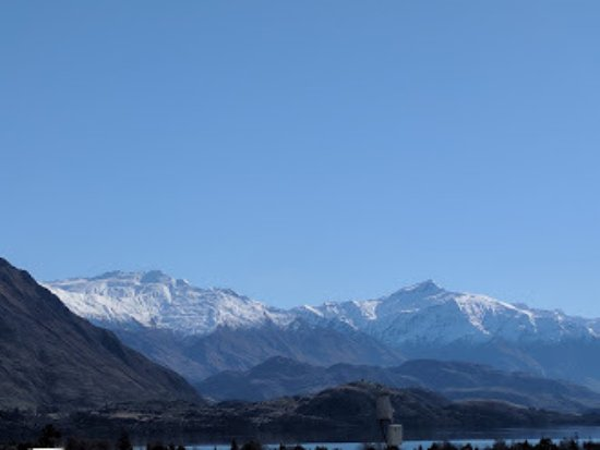 Distinction Wanaka: looking directly on the Treble Cone mountain where skiing is fantastic.