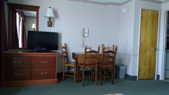 Dayton House Resort: Dining Table, Second TV. There Was A Murphy Bed Also