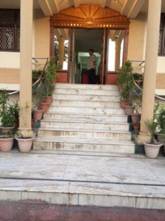 Optimum Sheela Inn @ Taj: hotel front portion