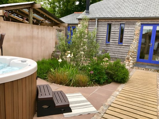Saint Ewe, UK: Cranny, with private courtyard garden, lounge with wood burner and giant SMEG.