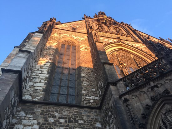 Cathedral of St. Peter and St. Paul : Entree kerk