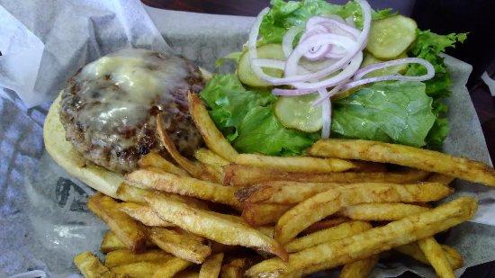 Wilkesboro, NC: Great burger & fries.
