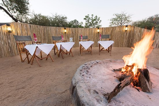 Balule Nature Reserve, Sudáfrica: enjoy the campfire in our boma on chilly winter evenings