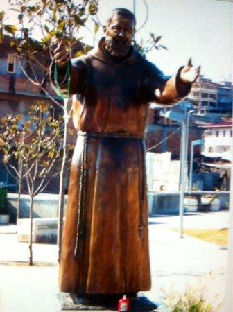 Monumento a San Pio da Pietralcina