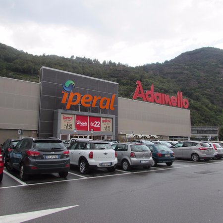 Centro commerciale adamello darfo boario terme 2017 for Centro commerciale brescia