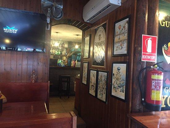 The Dubliner: La vue de la salle sur le bar