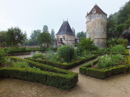 les jardins de l 39 abbaye picture of grottes de abbaye de brantome brantome tripadvisor. Black Bedroom Furniture Sets. Home Design Ideas