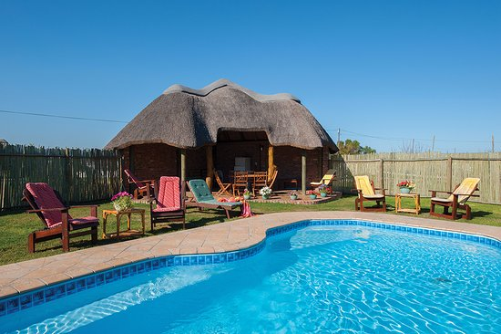 Colchester, Νότια Αφρική: swimming pool and lapa. Built-in braai area