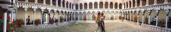 Torri, Taliansko: chiostro