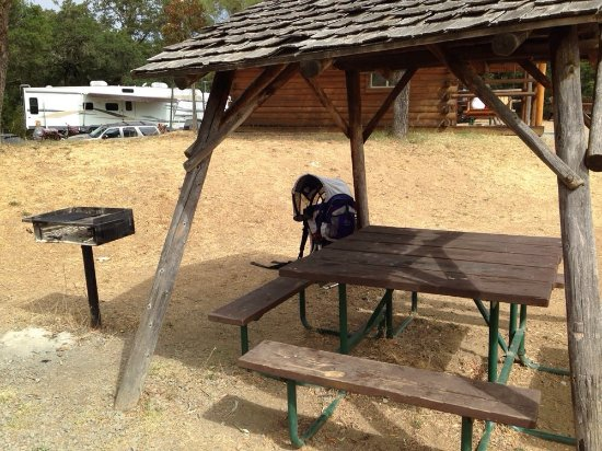 Cloverdale, CA: Picnic Table