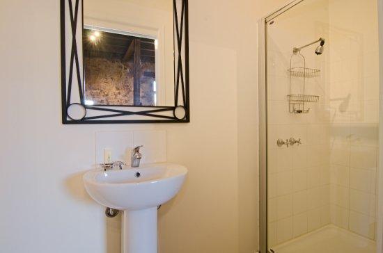 Risdon, Australia: The Stable Suite bathroom.