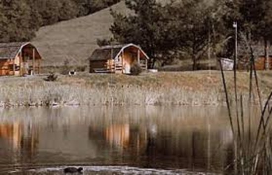 Cloverdale, Californien: cottages beside the fishing pond