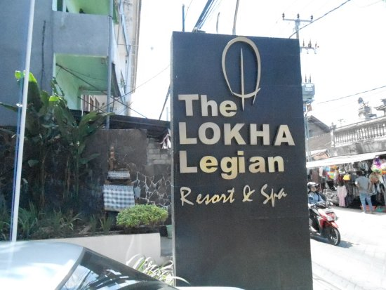 The Lokha Legian: Entrance