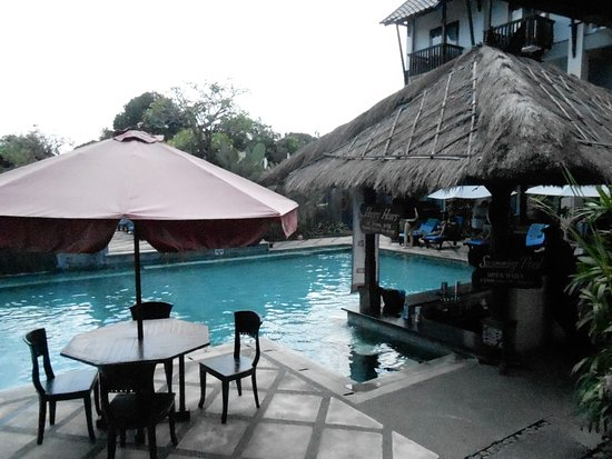 The Lokha Legian: Pool with swim up bar
