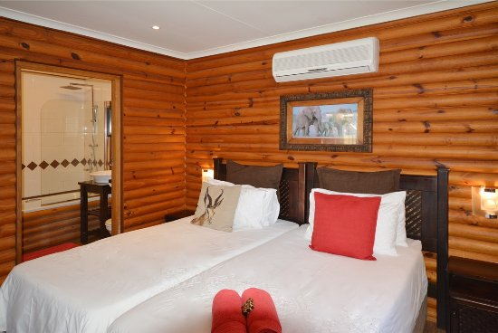 Sunset Lodge: Bedroom in chalet no 7 2 x twin beds