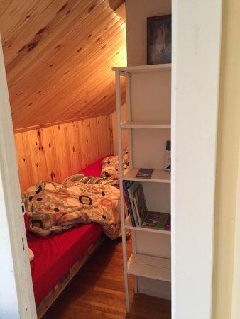 Bonaventure, Canada: 2 lits enfants dans un placard en soubassement (chaleur assurée !)