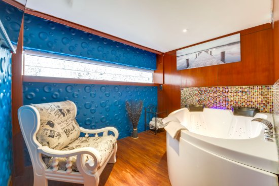 Suite Avec Jacuzzi Privé - Photo De Le Vip Paris Yacht Hotel