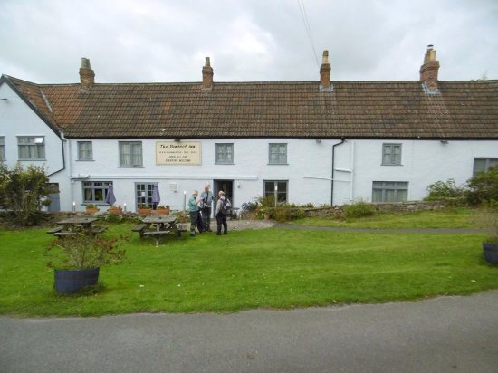 Shipham, UK: Getting ready to continue our walk after visiting the lovely Penscot Inn
