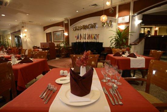 Grand Regal Hotel: Champagne Bar