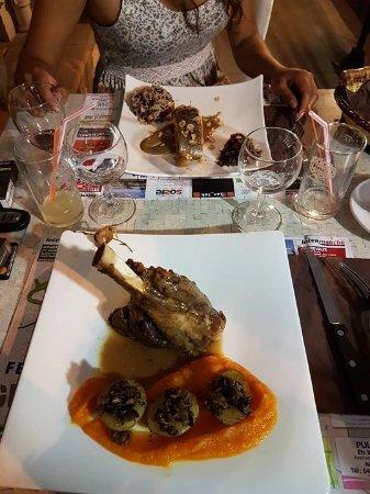 Annot, فرنسا: souris d'agneau à tomber par terre 