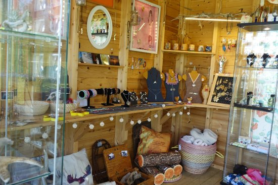 Lakselv, นอร์เวย์: Shop filled with many souvenirs, handmade products and lovingly hand forged silver jewelry