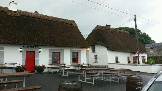 Kilcolgan, Irlande : L'esterno del locale