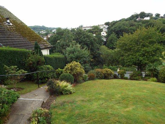 Bryn Derwen Guest House: View from Hotel -well kept gardens