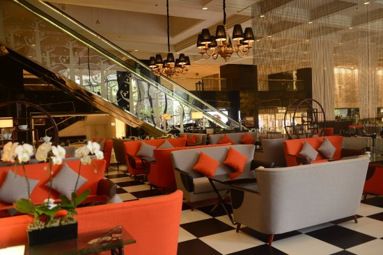 The Garden Hotel Guangzhou: Lobby Lounge's relaxed ambience makes it the perfect spot for casual drinks and snacks.