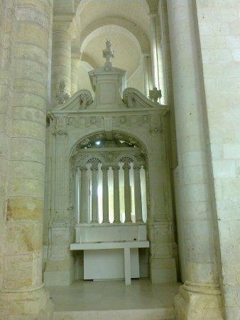 Fontevraud-l'Abbaye, Γαλλία: Ein Nebenaltar im Ostquerschiff des Kirchenschiffes