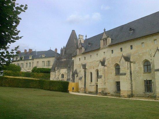 Fontevraud-l'Abbaye, France: Seitentrakt und Küche