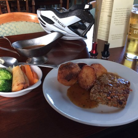 Calbourne, UK: Vegan nut roast with all the trimmings