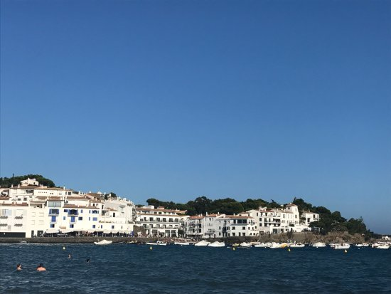 Cadaques, Spain: vistas desde la playa