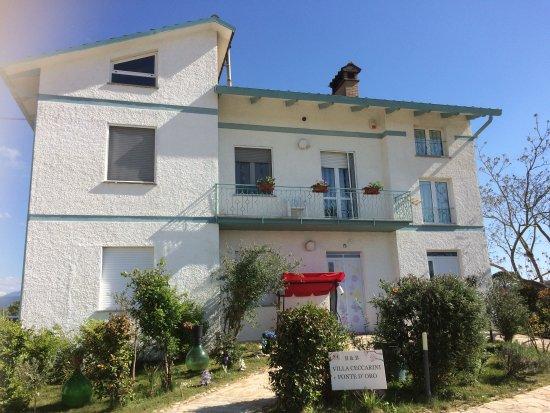 Fratta, Italy: Esterno