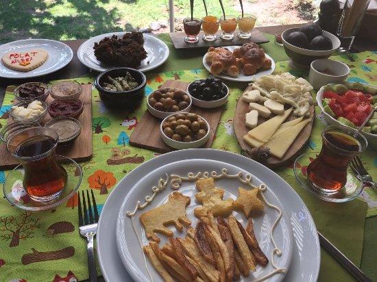 Assos Alarga, Bed and Breakfast: Kahvaltıda her gün mutlaka bir sürpriz vardı.