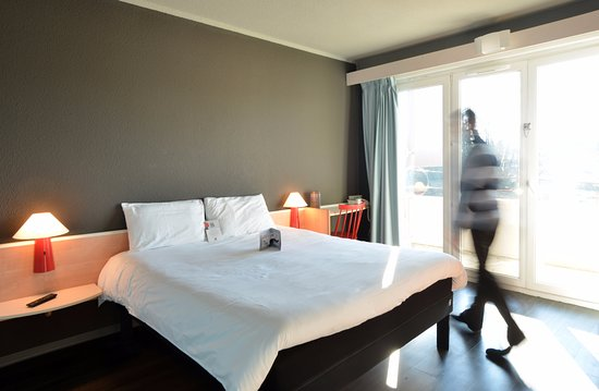 ibis brive hotel brive la gaillarde france voir les. Black Bedroom Furniture Sets. Home Design Ideas