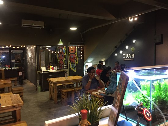 Tuah Cafe : Indoor seating