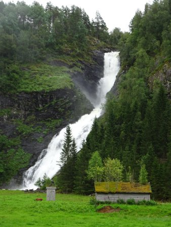 Huldefossen Waterfall: Waterfall, with disused farmhouse and outhouse