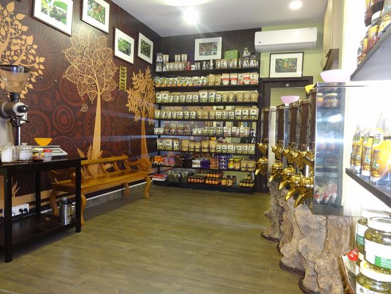 Virajpet, Hindistan: Ain Mane.... the in-house shop for coffee and spices