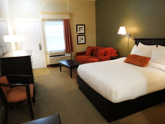 Quispamsis, Canada: The Quality Inn & Suites Amsterdam Offers a variety of Clean and Modern Rooms