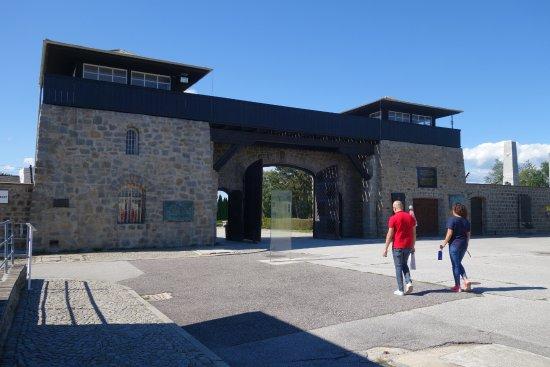 Lower Austria, Austria: שער הכניסה למחנה