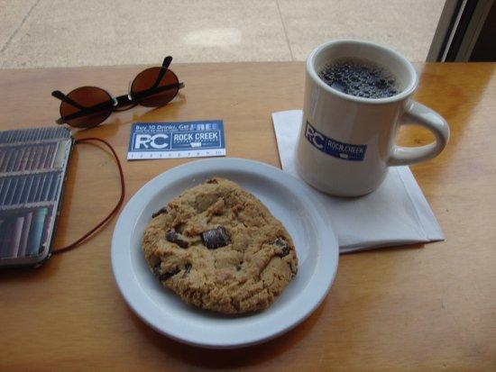 Rock Creek Coffee Roasters: Dark coffee with a yummy cookie