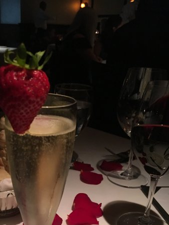 Truluck's Seafood, Steak and Crab House: Rose petals for Anniversary