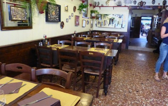 Osteria Al Bacco : Seating inside