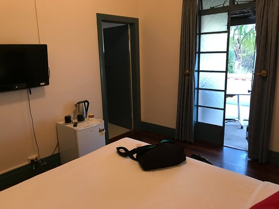 Nedlands, Australia: Double room with ensuite and balcony access.