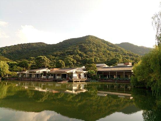 Shuimo Rongzhuang Art Theme Hotel: 酒店的外观全景