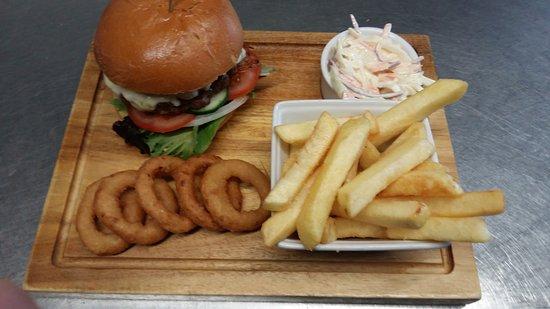 Horrabridge, UK: One of our burgers 😀