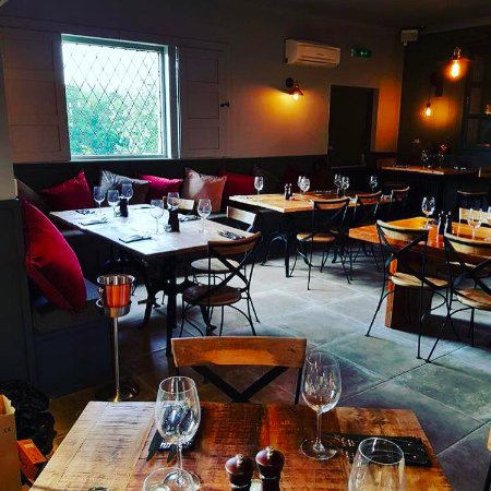 The Pledwick Well Inn Gastro Pub: Our Restaurant set and ready for a busy service