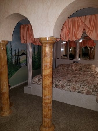Don Q Inn: The Caesar Suite