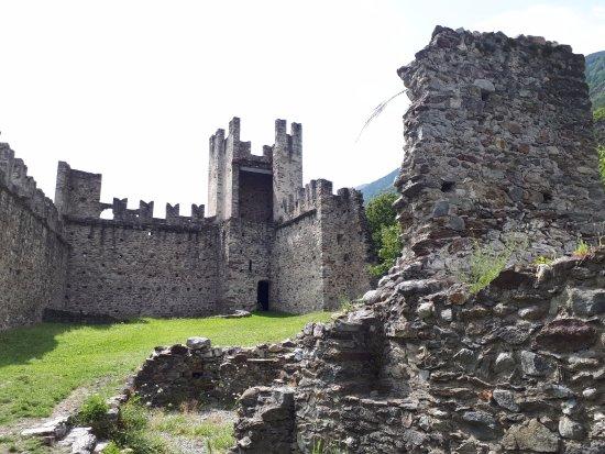 Il Parco delle Incisioni Rupestri di Grosio: Interno del castello nuovo